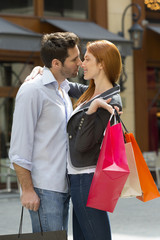 Couple shopping in Paris
