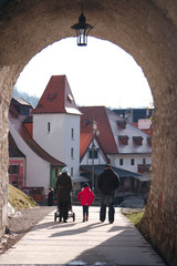 Family passed through the arch in Krumlov
