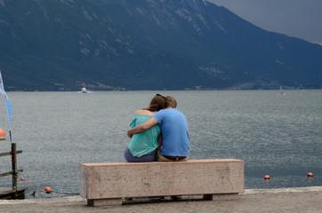 abbraccio fidanzati amore