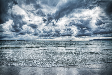 Fotobehang - dramatic cloudy sky over the shore