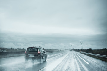 pluie autoroute voiture