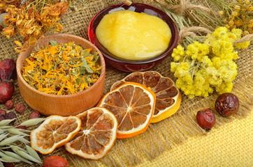 Tuinposter Plakjes fruit Сalendula flower, oats, immortelle flower, tansy herb, honey, w