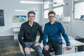 Zwei Designer in ihrem Studio