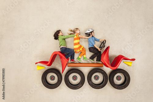 kinder fahren im auto photo libre de droits sur la. Black Bedroom Furniture Sets. Home Design Ideas