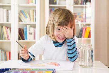 Kleines Mädchen, Malerei mit Wasserfarben