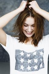 Junge Frau, lächelnd