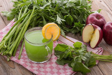 Apple and spinach mix juice