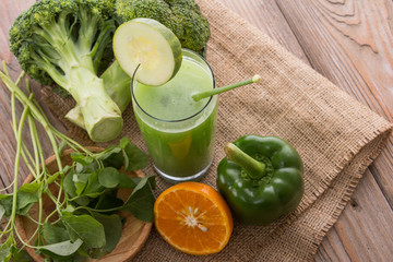 Green vegetables mix juice