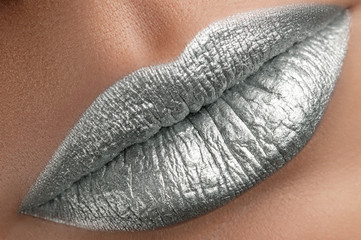 Silver lips .