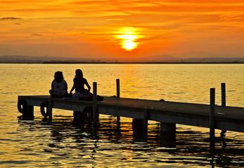 Resultado de imagen de Personas contemplando un amanecer