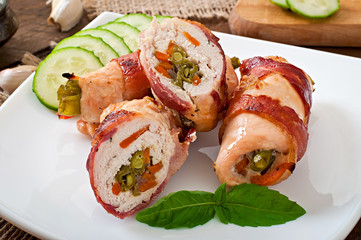Delicious chicken rolls stuffed with green beans and carrots