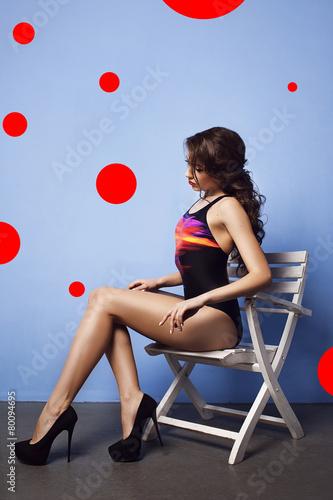 Девушка в купальнике одной серии фото 536-117