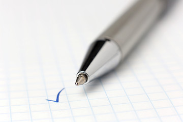 tick, which has put a ballpoint pen.Focus on the tip of the pen.