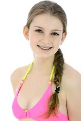 Teen mit Braces in Bikini