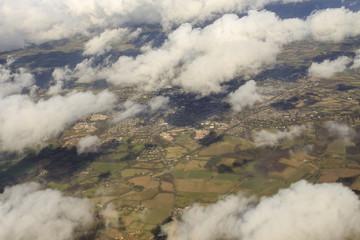 Veduta aerea: verso Londra tra le nuvole