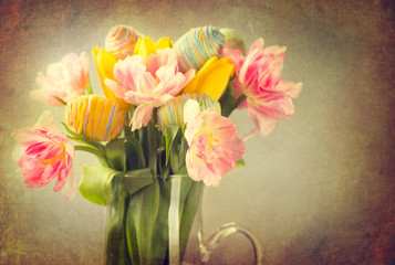 Fotoväggar - Easter. Tulip flowers bouquet decorated with colourful eggs