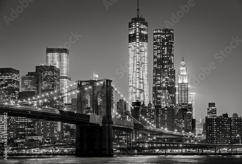 Fotomurales New York by night. Brooklyn Bridge, Lower Manhattan – Black an