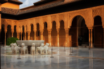 Wall Mural - Alhambra de Granada: The Court of the Lions at sunset
