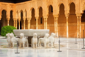 Wall Mural - Alhambra de Granada: The Court of the Lions