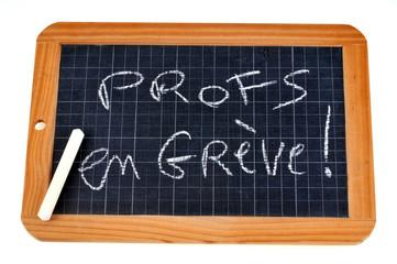 Ardoise avec profs en grève