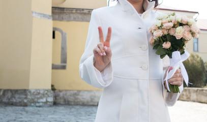 happy bride, victory sign