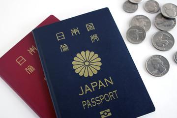 日本のパスポートとコイン