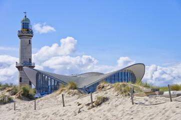 Teepott und Alter Leuchtturm Rostock-Warnemünde, Mecklenburg-Vorpommern, Ostee, Deutschland