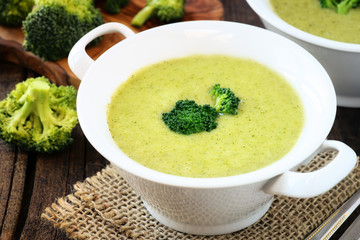 Healthy vegetarian cream of broccoli soup