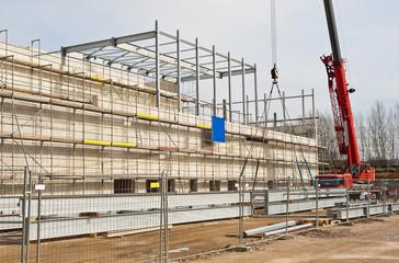 Verbau von Stahlträgern und Betonfertigteilen