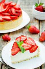 cake with strawberries and cream cheese
