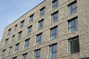 Fassade eines modernen Wohngebäudes in Frankfurt am Main, Deuts
