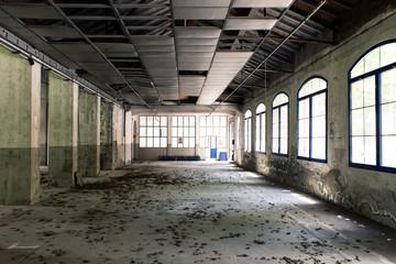 Photo sur Plexiglas Les vieux bâtiments abandonnés Interior of an abandoned factory