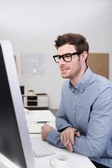 webentwickler am arbeitsplatz