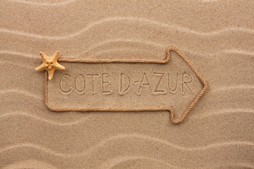 Arrow made of rope and starfish with the word Côte d'Azur on th