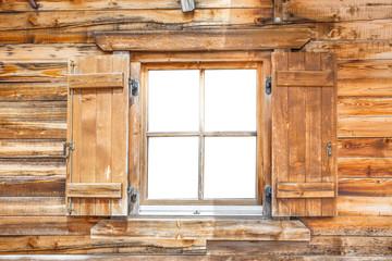 Fenster einer Berghütte