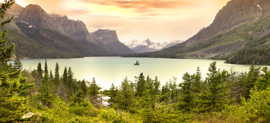 Wild goose island in Glacier national park Wall mural