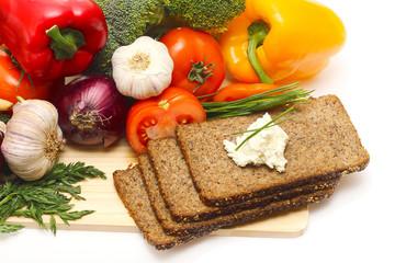 wholegrain rye bread with vegetables, healthy eating
