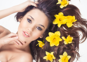 Woman with narcis flowers in hair