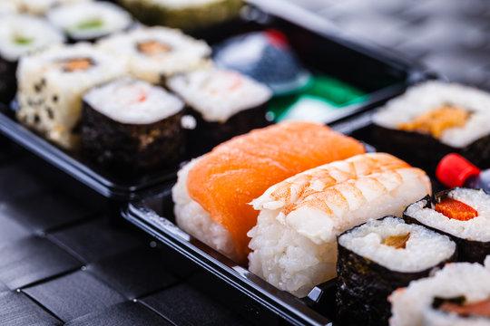traditional bento sushi box