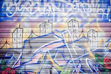 Graffiti sur porte métal