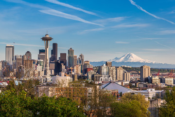 Wall Mural - Seattle downtown skyline and Mt. Rainier, Washington