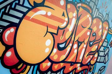 Mur de graffiti coloré