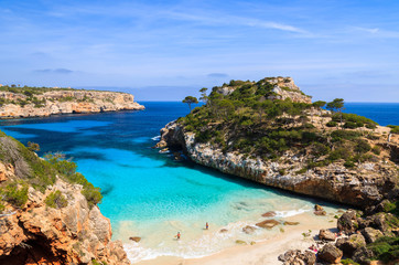 Fototapete - Couple of people on Cala des Moro beach, Majorca island, Spain