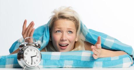 Blonde Frau mit Schlafproblemen