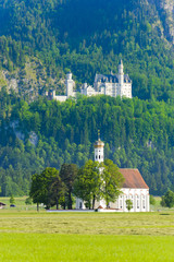 Wall Mural - Schloss Neuschwanstein und Wallfahrtskirche St. Coloman