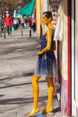 Schaufensterpuppe in der Altstadt von Madrid