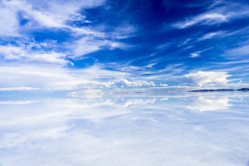 Fototapete - ミラーレイク・ウユニ塩湖
