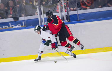 Ice Hockey - Heavy tackle