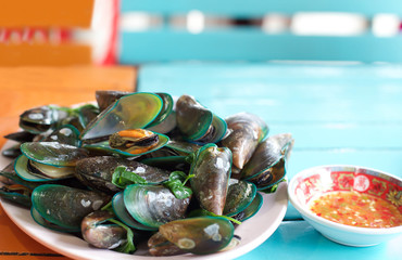 Steamed mussels with chilli sauce