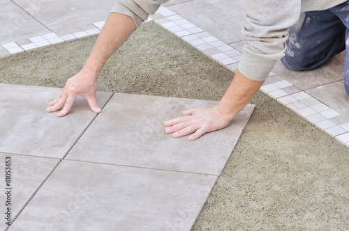 Pose du carrelage sur chape stock photo and royalty free for Carrelage sur chape